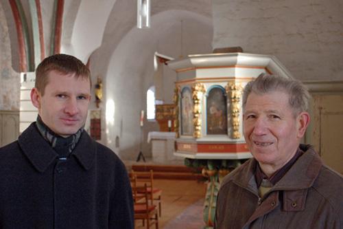 Pfarrer Reinhard Hoppe (l.) und der Hüter des Pechüler Kirchenschlüssels, Reinhard Walter